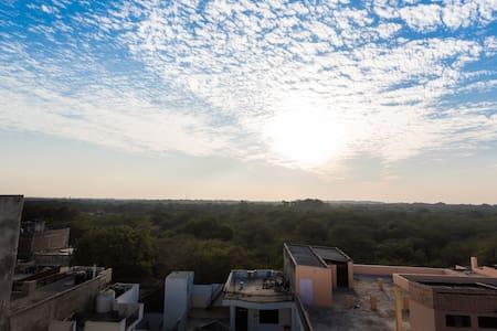 AirBnB SuperHost: Zanskar Penthouse - New Delhi - Apartment