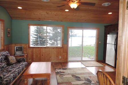 Beautiful 1 bedroom lakefront cabin - Chalet