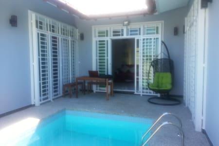 De Cardibourne Villa - Kuala Terengganu - Casa