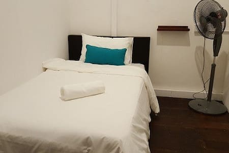 Single Bed Room at Khim's Heritage Home - George Town - Ev