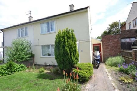 Room near Didcot Station - great travel connection - Hus