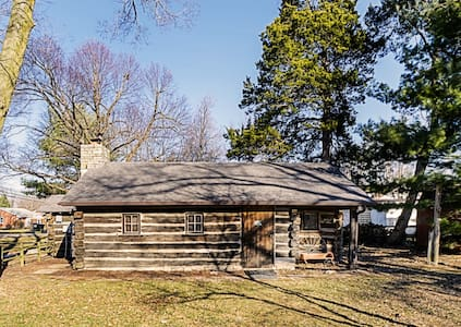 Cozy 1953 Countryside Log Cabin - Waterloo - Stuga