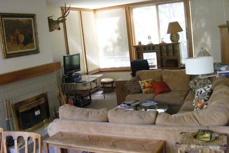 Quiet 2 bedroom condo in The Aspens complex - Apartamento