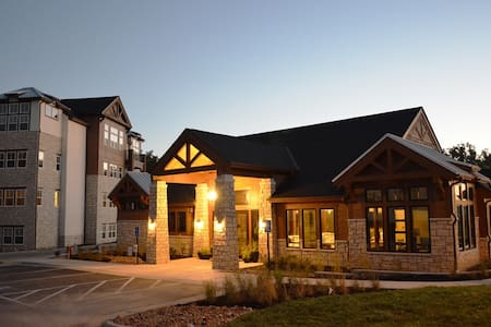Fully Furnished 1 Bedroom at Highlands Lodge - Overland Park - Appartement