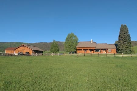 Steamboat Springs Ranch - Talo