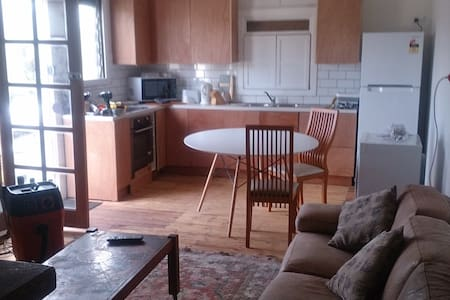 TREO COTTAGE -  sleep a lot  + free parking wifi - Guildford - Haus