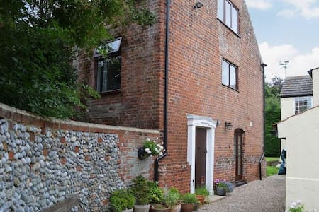 Charming detached barn conversion - Great Yarmouth  - House