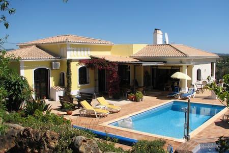 Luxury villa with private heated pool, Algarve - Vila