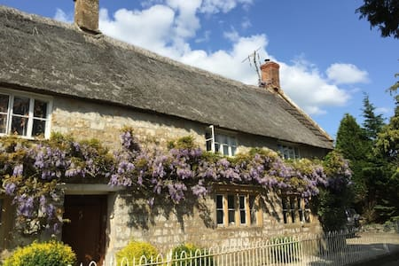 Charming thatched Somerset cottage - Ilminster - House