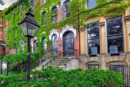 Great Suite for Creatives in Historic Brownstone - Bed & Breakfast