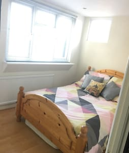 Warming & Quiet 3 bedroom house - Alresford