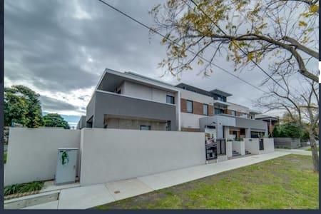 Beautiful Modern Apartment - West Footscray