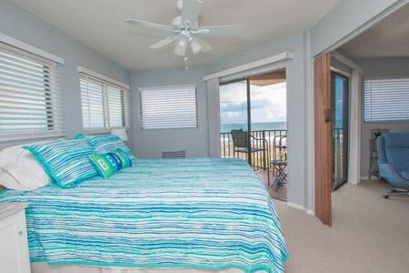 Comfy Oceanfront 1/1 Condo in Beautiful Jax Beach - Condominium