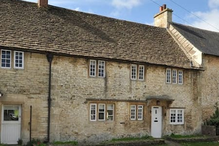 Charming Country House Nr Bath - Wiltshire