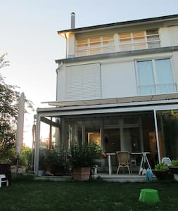 Stadtnahes Haus im Grünen - Maison