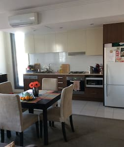 Master bedroom in 2bed apartment Parramarra CBD - Parramatta - Apartment