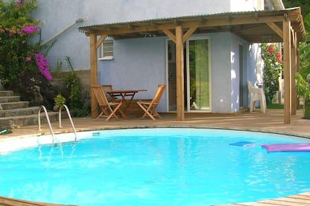 Flat single room with swimingpool - Ház