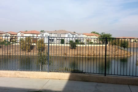 "The Townhome ""On"" The Lake! - Moreno Valley"