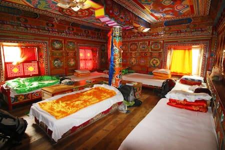 来Drolma and Gayla's guesthouse,过一天本土藏民生活(塔公广场) - Muu