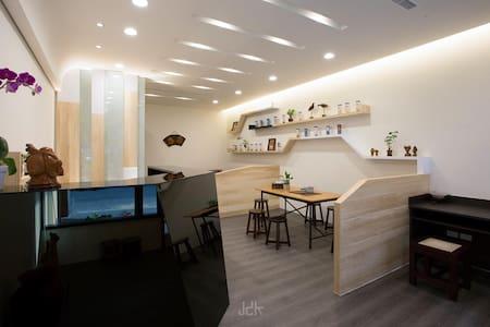 Cooma house  ((簡單居家風格))機場/高鐵/台鐵/SOGO百貨/公園/近夜市/代客訂車 - Guesthouse