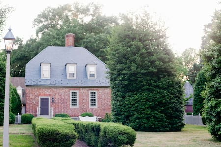 Seven Springs Historic Manor House - House