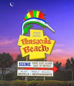 Tropical oasis 6 miles from #1 beach in Florida !! - Gulf Breeze - Camper/RV