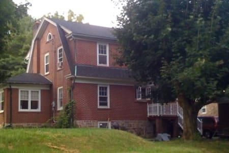 Charming Home Along Trout Creek - Allentown - House