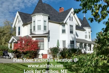 Victorian Vacation (Forest Room) - Caribou - Bed & Breakfast