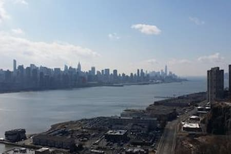 Luxury Studio in North Bergen with Manhattan view - 아파트