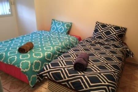 201双人床和単人床房 - Hurstville - Villa