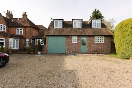 Beautiful self contained cottage with lovely views - Surrey - Talo