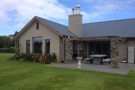 A Taieri Retreat - House