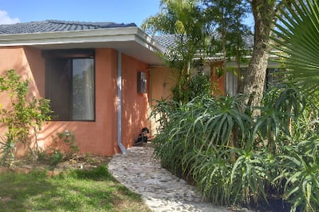Cute Room wt Breakfast, Free carpark& Garden view - Thornlie - Talo