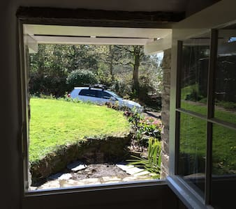 Stone cottage in rural Cornwall - Liskeard - House