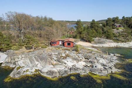 Sjötomt i skärgården med egen båt! Saltsjöbaden. - Nacka Municipality - House