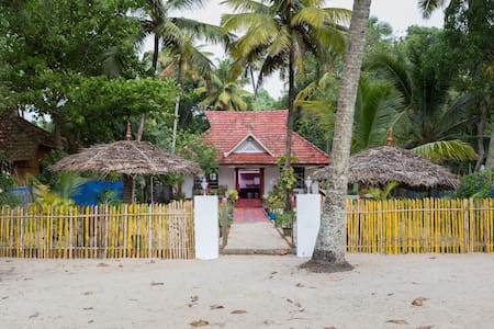 Sea View Beachside Villa near Marari beach - Mararikulam - Bed & Breakfast