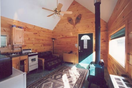 Guest cabin at the Creekside Cabins--Close to Gore - North Creek - Cabin