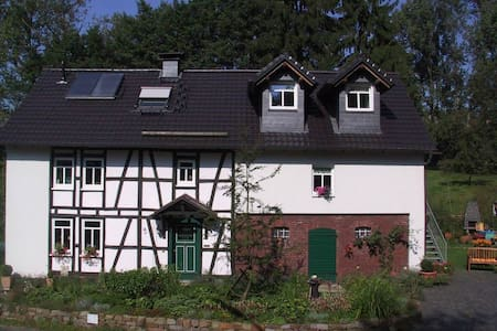 Haus Hannesgens - Ferienwohnung - Busenhausen - Selveierleilighet