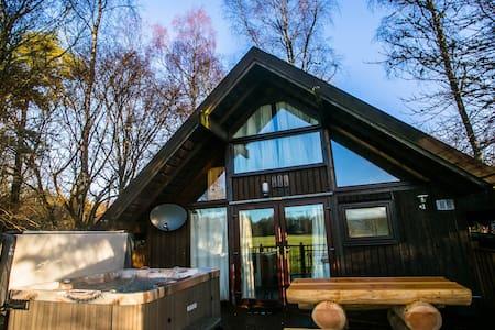 Feorag Ruadh Log Cabin, Dalavich - Hot Tub & Sauna - Dalavich - Cabaña
