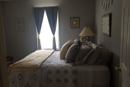 Cozy and clean room near Nashville! - Huis
