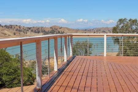 Sleeps 18 Guests, Homepoint Views on Eildon - Bonnie Doon - Hus
