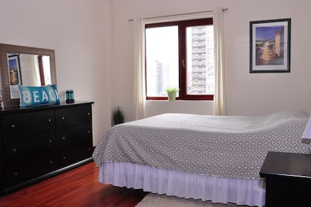 Large private room 1 block from beach and subway - Brooklyn - Apartment