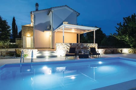 Family holiday house with pool(108) - Vila