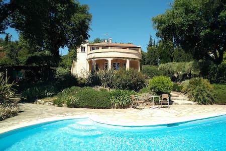 Villa full of character - Valbonne