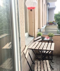 Big room with balcony/10min to Alex - Berlin - Apartment
