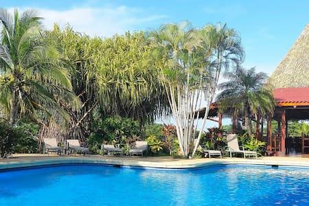 Studio Apartment at Guacamaya Lodge - Santa Cruz - Apartment