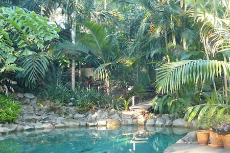 Tropical Garden Room #4 in house with 4 rooms - Wamuran