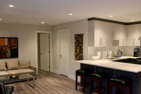 New/modern 1 bdrm suite in Grand Blvd - Kuzey Vancouver - Daire