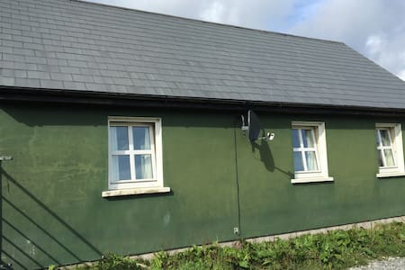 2 Bed Bungalow on an Island Smallholding - Bere Island - Bungalo