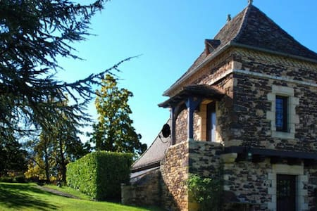 Delightful pigeonnier in stunning woodland setting - Urval - Bed & Breakfast